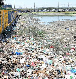 garbage in vaigai horror jpg